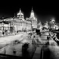 Beautiful night photography by Martin Stavars from London, United Kingdom. Martin was born in 1981 in Czestochowa, Poland. He studied both economics, computer science and photography. Eventually, he focused on the latter. As you can see he specializes in black and white cityscapes, landscapes and night photography. Visit his website for more wonderful work.