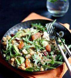 Salade à l'avocat, quinoa et roquette