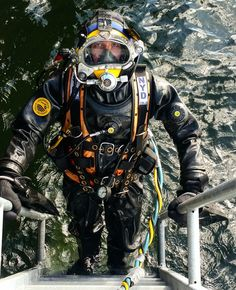 Buy Commercial Diving Tools from Experienced Saturation Diver. Diving Helmet, Diving Suit, Underwater Images, Underwater World, Welding Boots, Underwater Welding, Scuba Certification, Scuba Diving Gear, Sea Diving