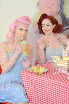 pinup sharing milkshake - Google Search Milkshake, Pinup, Google Search, Smoothie, Pin Up, Wall Drawing