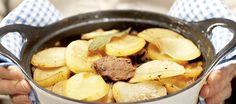 Merimiespihvi on maukas ja perinteinen pataruoka. Pretzel Bites, Dog Food Recipes, Oatmeal, Potatoes, Bread, Fruit, Vegetables, Breakfast, Kitchen