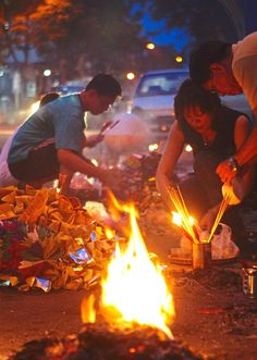 During the seventh lunar month, it is common to see the Chinese performing roadside prayers to appease the hungry ghosts so that they do not disturb the living. Photo: Filepic