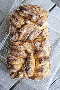 Cinnamon Sugar Pull Apart Bread by Delishhh, http://delishhh.com