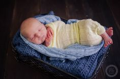 Holly Savage Photography.  Newborn session.  Newborn poses.  Newborn boy photography.  Tokyo Newborn Photographer