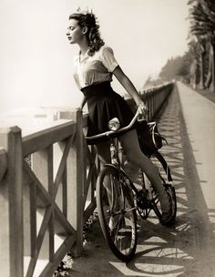 Susan Peters in Palisades Park, Santa Monica, c.1942 (via LA Observed)