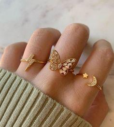 Hand Jewelry, Dainty Jewelry, Cute Jewelry, Jewelry Rings, Jewelry Accessories, Pretty Necklaces, Trendy Accessories, Jewelry Holder, Beautiful Necklaces