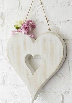 It's hard to find the right gift for Valentine's Day for your partner? If you don't have ideas, we suggest you a shabby chic decor that you can do and make this Valentine's Day romantic and memorable. I Love Heart, Happy Heart, Valentine Crafts, Valentines, Owl Eyes, Shape Crafts, Heart Crafts, Hanging Hearts, Heart Decorations