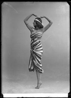 Fokina, Stockholm 1913    Vera Fokina in the ballet Cleopatra.   Glass plate negative.