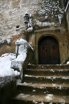 Rustic Entrance to Dracula's castle, Romania Dracula Castle, Beautiful Buildings, Beautiful Places, Places To Travel, Places To See, Places Around The World, Around The Worlds, Castle Doors, Abandoned