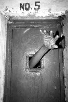 Haunting Mental Asylum Photos From the Past-MB Mental Asylum, Insane Asylum, Melencolia I, Web Foto, Fotografia Social, Creepy Photos, Haunting Photos, Creepy Images, Strange Photos