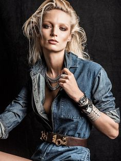A disheveled Melissa Tammerijn teams diamonds with denim for this style editorial shot by Victor Demarchelier, styled by Charles Varenne, for Vogue Spain. 90s Fashion, Girl Fashion, Fashion Looks, Fashion Tips, Denim Fashion, Denim Editorial, Editorial Fashion, Victor Demarchelier, The Libertines