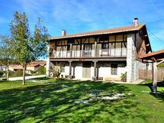 Casa Rural Apezetxea-aparcamiento-entrada jardin-arruitz-larraun-navarra
