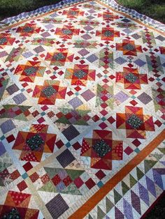 Lazy Sunday by Jo of Jo's Country Junction; pattern by Bonnie Hunter; love the colors! Plus great site with more patterns. Hexagon Quilt, Quilt Block Patterns, Square Quilt, Quilt Blocks, Bonnie Hunter, Strip Quilts, Scrappy Quilts, Amish Quilts, Quilting Projects