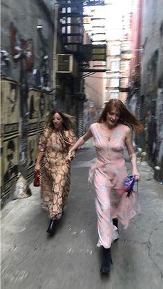 Florence and Isabella in New York Kari Jobe, Sara Bareilles, Pentatonix, Imagine Dragons, Ukulele, Florence Welch Style, Boho Chic, Indie, Florence The Machines