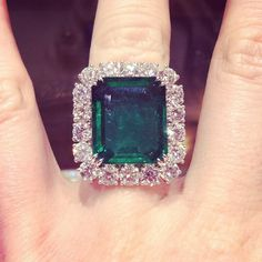 Diamonds of the day: 4.28ctw of sparklers, but we're having trouble tearing our eyes away from this 15.07ct emerald center stone!