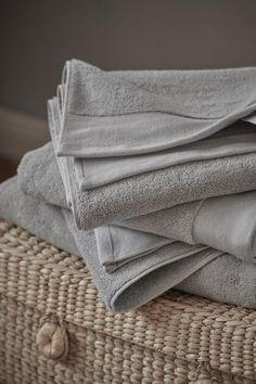 100% organic cotton towels Cotton Towels, Cotton Pillow, Natural Bedroom, Soft Blankets, Linen Bedding, Organic Cotton, Pillows, Fabric, Design