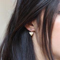 Shark tooth earring (Feidt)