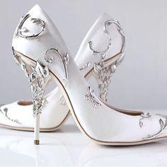 Mooie hoge hakken te dragen, geef jezelf de perfecte bruiloft