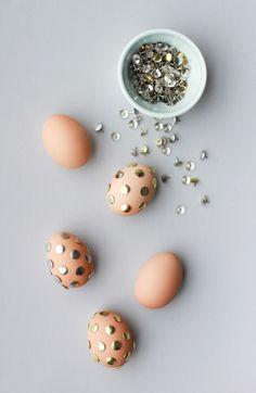 Ovos de Páscoa decorados com tachinhas | Eu Decoro