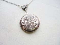 Lockets – Lockets antique silver necklaces jewellery – a unique product by MadamebutterflyMeagan on DaWanda