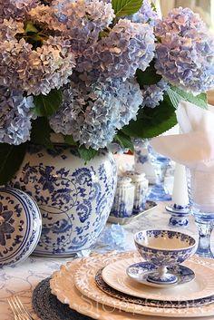 StoneGable: Blue And White Summer Tablescape w/ hydrangea Blue And White China, Blue China, Dresser La Table, Boho Home, Beautiful Table Settings, Blue Hydrangea, White Hydrangeas, Ginger Jars, White Decor