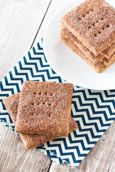 Gluten Free Vegan Cinnamon Sugar Graham Crackers from A beloved childhood snack, with a little sweet cinnamon topping! Gluten Free Snacks, Foods With Gluten, Gluten Free Cookies, Gluten Free Baking, Vegan Snacks, Vegan Desserts, Vegan Gluten Free, Gluten Free Recipes, Dairy Free