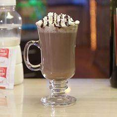 Chocolate Shots, Chocolate Sundae, Coconut Hot Chocolate, Chocolate Desserts, Chocolate Syrup, Red Wine Cocktails, Cocktail Desserts, Best Cocktail Recipes, Dessert Drinks