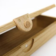 A beautiful handmade wooden pencil case. With contrasting box joint corners, a magnetic closure with brass inserts, and an invisible hinge. Hand made from sustainably harvested oak. long x x Made in Japan. Wooden Pencil Box, Wooden Pencils, Pencil Boxes, Woodworking Courses, Woodworking Joints, Woodworking Projects, Woodworking Kids, Woodworking Articles, Woodworking Beginner
