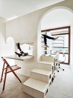 London-based architects Studio Ben Allen has built this plywood structure inside a flat in London's brutalist Barbican Estate to create a bedroom for two children, featuring archways, steps and a fold-down desk. Urban Apartment, Apartment Interior, Apartment Living, London Apartment, Living Room, Kids Bedroom Furniture, Home Decor Bedroom, Flat Interior Design, Plywood Interior