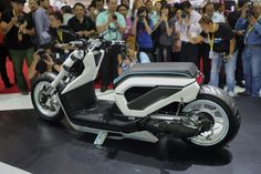The Zoomer X California Style is designed by Hondas R in Thailand to combine the Calif...