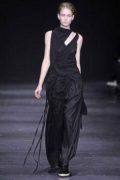 Ann Demeulemeester RTW Fall 2014. women's fashion and style. deconstructed fashion.