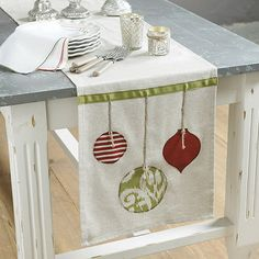 Holiday Appliqued Table Runner, would be easy enough with hot glue and felt