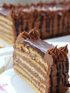 Very similar Dobos Torte OR easier to do ~ Recipes for quick and easy meals Dobos Torte Recipe, Rodjendanske Torte, Torte Recepti, Kolaci I Torte, Bosnian Recipes, Croatian Recipes, Bakery Recipes, Cookie Recipes, Dessert Recipes