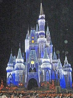 Castillo de Cenicienta iluminado - Parques Disney - USA. Cinderella's castle illuminated - Disneyland Orlando - USA