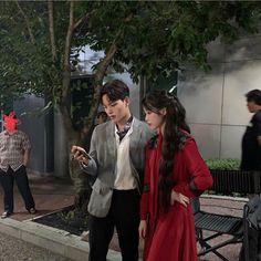 New drama de yeo jin goo y IU Korean Couple, Korean Girl, Korean Celebrities, Korean Actors, Korean Dramas, Iu Hair, Luna Fashion, Kim So Eun, Jin Goo