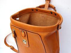 口枠リュック 口枠開口部 Leather Pattern, Briefcase, Travel Bag, Shoulder Bag, Backpacks, Handbags, Purses, Leather Bags, Keynote