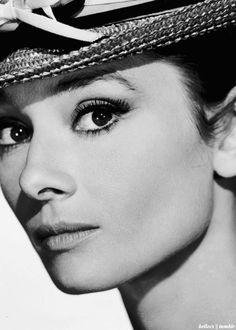 This makes me want to have an Audrey Hepburn movie marathon. Classic Hollywood, Old Hollywood, Audrey Hepburn Born, Roman Holiday, My Fair Lady, British Actresses, Before Us, Portraits, Classic Beauty