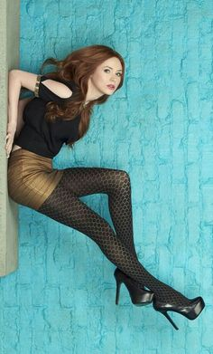 Karen Sheila Gillan is a Scottish actress and filmmaker. She played Amy Pond, companion to the Eleventh Doctor, in the BBC One series Doctor Who. Karen Gillan, Karen Sheila Gillan, Beautiful Celebrities, Beautiful Actresses, Looks Pinterest, Pantyhose Outfits, Nylons, Girls In Mini Skirts, Fashion Tights