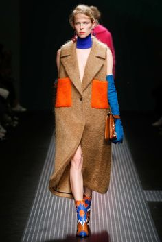 See the complete MSGM Fall 2015 Ready-to-Wear collection. Fashion 2017, Runway Fashion, High Fashion, Fashion Show, Fashion Design, Milan Fashion, Fashion Weeks, Walk Of Shame, Iranian Women Fashion
