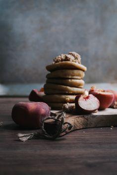Grieß-Pancakes: Der perfekte Kompromiss, wenn man Lust auf Grießbrei und Pancakes gleichzeitig hat. Fluffig, super lecker und selbstverständlich vegan!