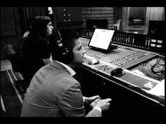 ALEJANDRO PRECIADO - En el estudio.  Junto al Productor y los maestros de AudioVision, buscando y comprobando el mejor sonido, las veces que sean necesarias.