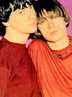 Graham and Damon. Cool haircuts from early Pretty Boys, Cute Boys, Jamie Hewlett, Graham Coxon, Gorillaz, Going Blind, Music Stuff, Music Music, Damon Albarn