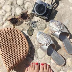 Beach essentials ☑️ living out of my LR large cosmetic / clutch @roundhillresort #loefflerrandall #xxjessie
