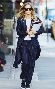 celebrity sneakers style best outfits - Page 30 of 71 - Celebrity Style and Fashion Trends Celebrity Sneakers, Celebrity Outfits, Celebrity Style, Casual Chic, Sporty Chic, Style Désinvolte Chic, Mode Style, Fashion 2020, Fashion Week