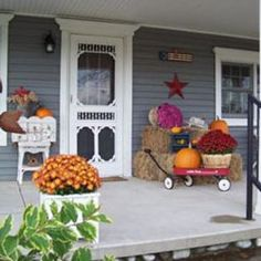 What's not to love?! I ❤ the screen door, radio flyer, and all of the fall decorations! Beautiful!