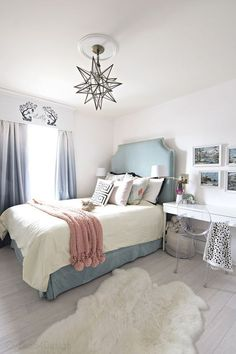 Vintage Bedroom important thing for teen bedroom - Teen bedroom themes must accommodate visual and function. Here are tips to create the coolest teen bedroom. Girls Bedroom, Teen Girl Rooms, Teenage Girl Bedrooms, Small Room Bedroom, Bedroom Themes, Bedroom Decor, Bedroom Ideas, Small Rooms, Coral Bedroom