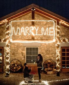 The perfect marriage proposal: 40 romantic ideas Winter Proposal, Christmas Proposal, Romantic Proposal, Perfect Proposal, Proposal Ideas, Romantic Ideas, Surprise Proposal Pictures, Christmas Ring, Winter Christmas