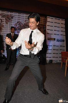 Shahrukh Khan Dancing-Chammak Challo.