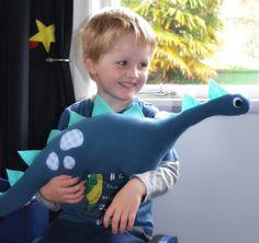 Make It: Giant Dinosaur Softie - Free Pattern & Tutorial #sewing