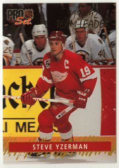 Steve Yzerman # 3 - 1992-93 NHL Pro Set Hockey Gold Team Leaders